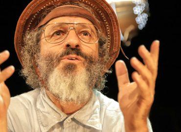 """Peça de teatro """"Paulo Freire, o andarilho da utopia"""""""